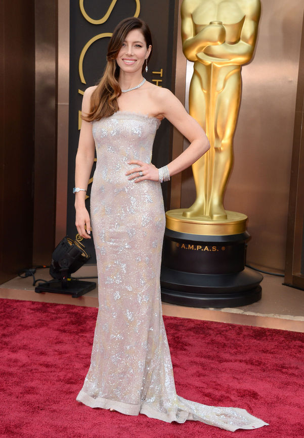 601x867xjessica-biel-chanel-couture-oscars.jpg.pagespeed.ic.fdRM97eEDQ