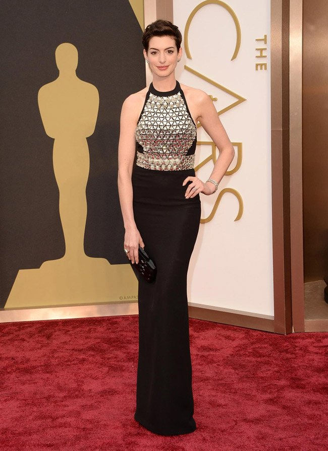 650x895xanne-hathaway-gucci-gown-oscars.jpg.pagespeed.ic.QwTUNRYliS