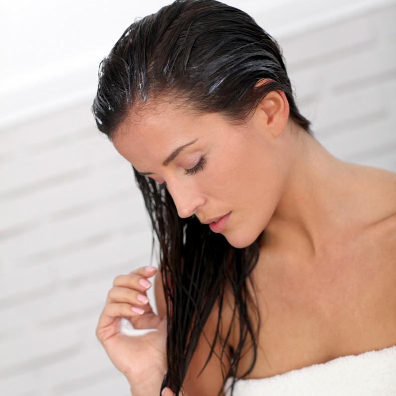 applying-hair-conditioner