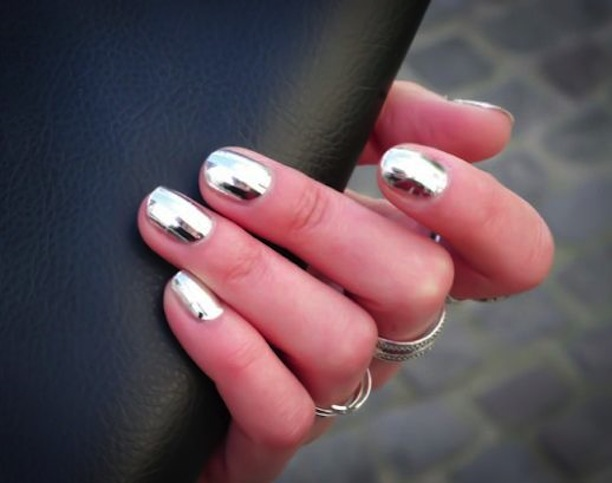 chrome-nail-polish