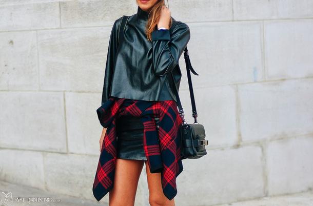 90s-trend-shirt-tied-around-the-waist-style