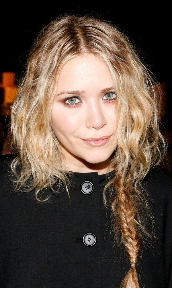 Olsens-Anonymous-Blog-5-Ways-To-Wear-A-Side-Braid-Like-Mary-Kate-Olsen-Cape-Coat-Wavy-Hair-Fishtail-Braid