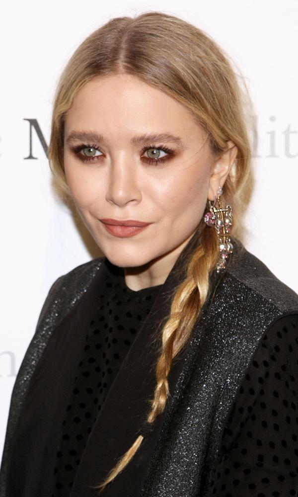 Olsens-Anonymous-Blog-5-Ways-To-Wear-A-Side-Braid-Like-Mary-Kate-Olsen-Red-Eyeshadow-Classic-Braid