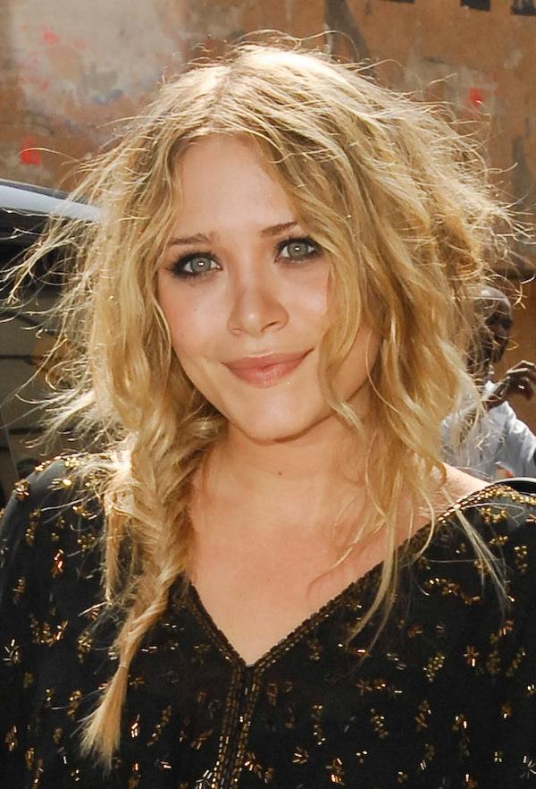 Olsens-Anonymous-Blog-5-Ways-To-Wear-A-Side-Braid-Like-Mary-Kate-Olsen-Strawberry-Blonde-Fishtail-Braid