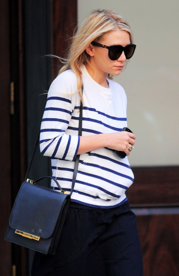 Olsens-Anonymous-Blog-Mary-Kate-Ashley-Olsen-13-Ways-To-Wear-Stripe-Tops-Like-The-Olsen-Twins-The-Row-Bag-Sweater