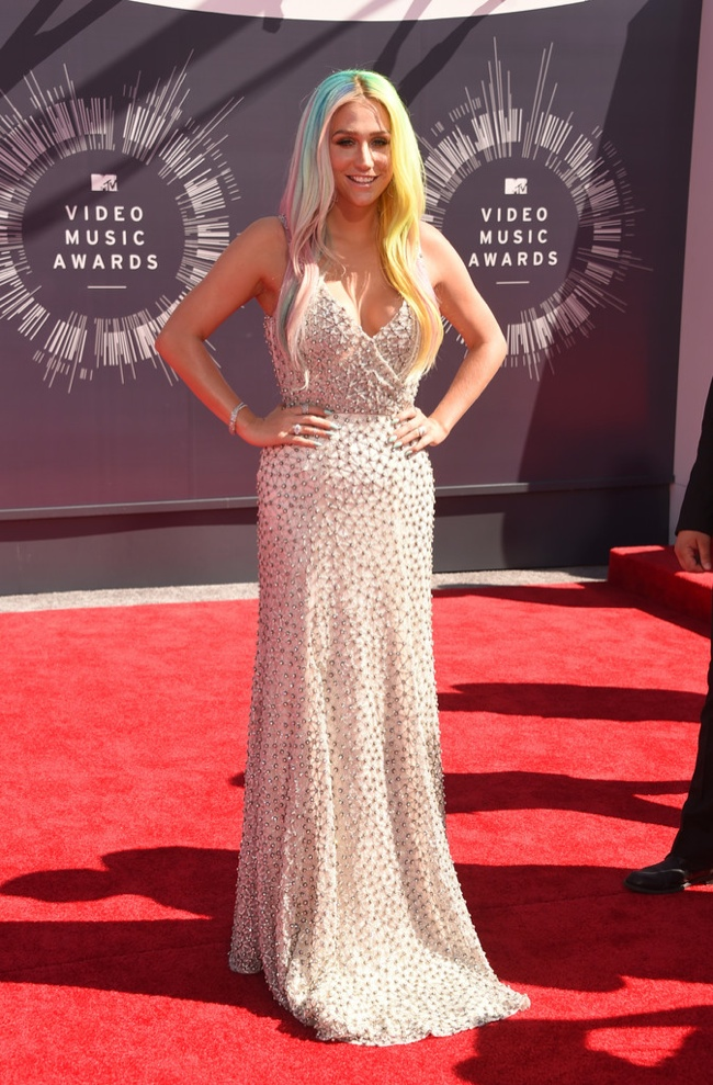 kesha-mtv-vmas-2014-silver-dress