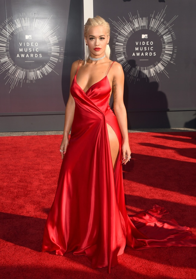 rita-ora-donna-karan-red-dress-vmas