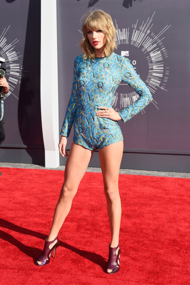 taylor-swift-vmas-suit-mary-katrantzou