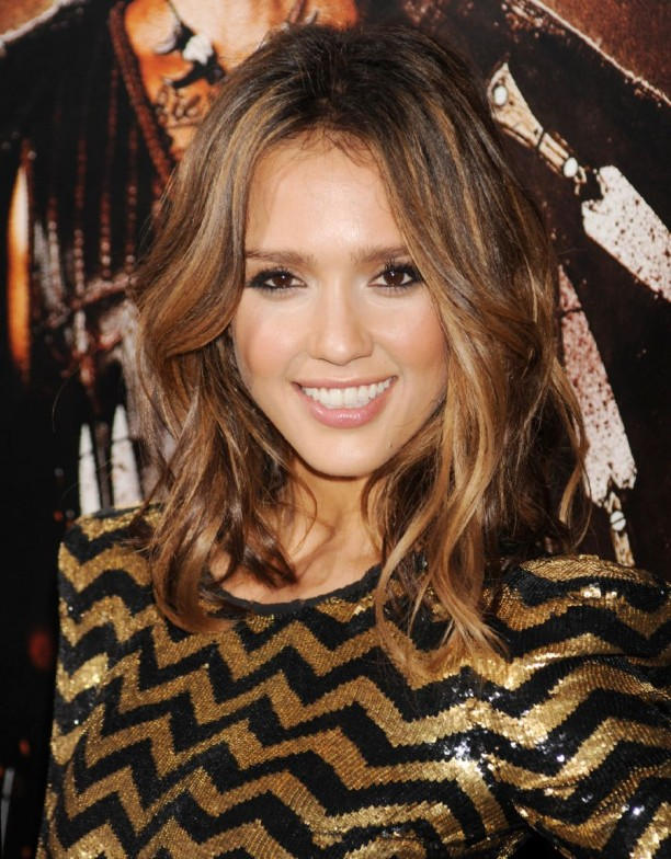 Medium+Length+Hair+Jessica+Alba-612x784