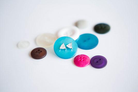 cos-04-buttons-de