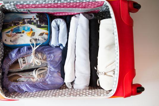 cos-06-suitcase-de
