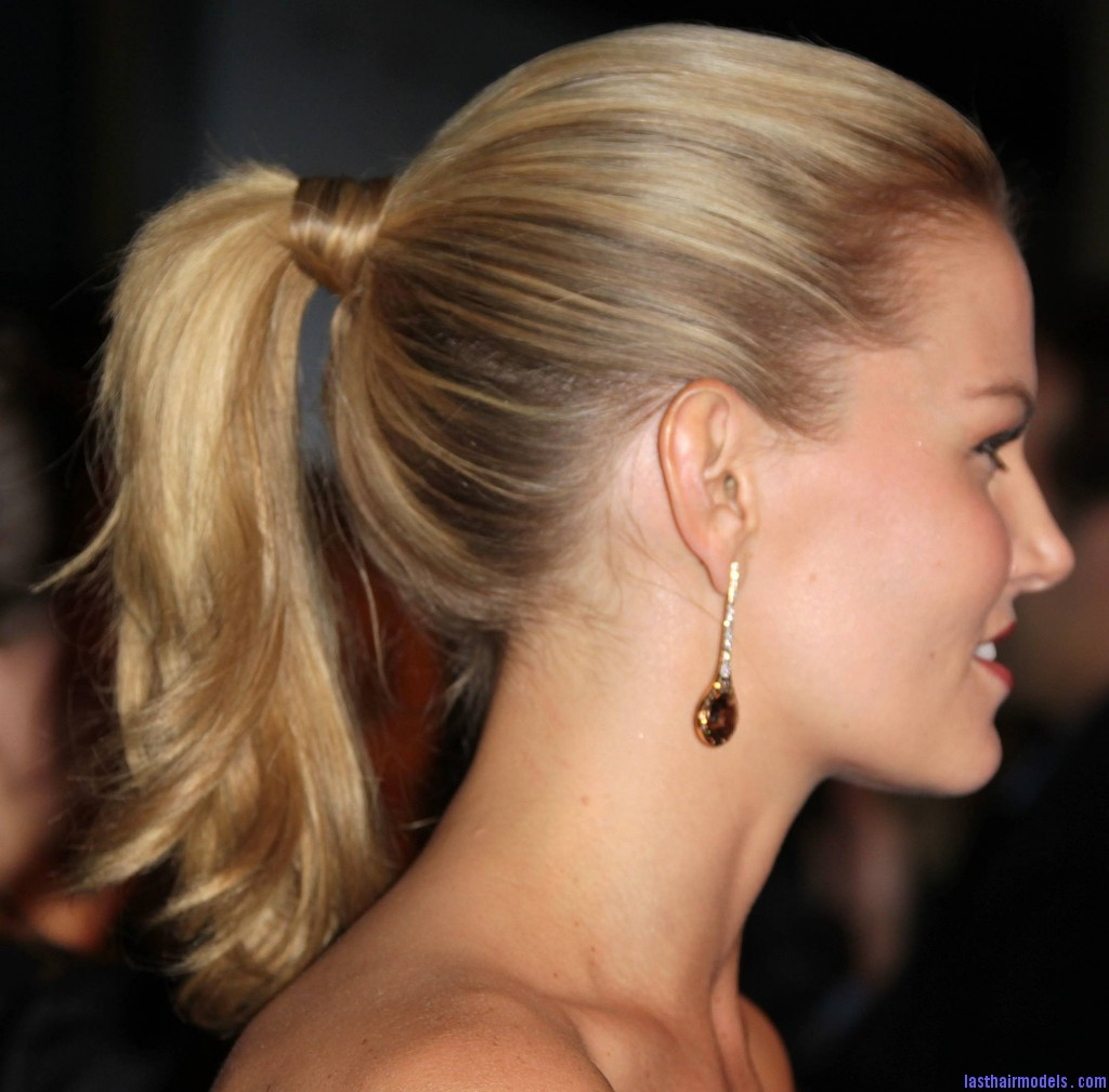 prom-ponytail-high-up-1024x1009