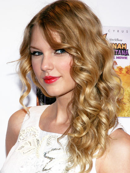 taylor-swift-curly-haircut