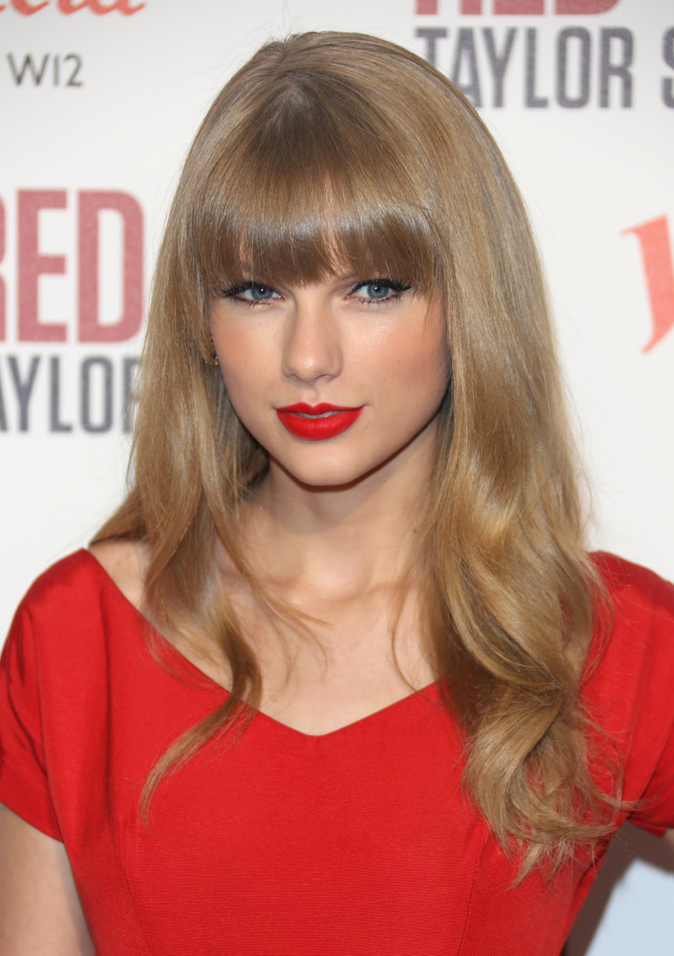 taylor_swift_red_dress_red_lip