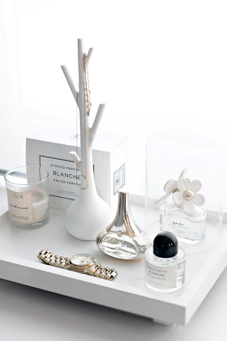 5-Le-Fashion-Blog-A-Fashionable-Home-Minimal-Bright-Walk-In-Closet-Scandinavian-Minimal-Interior-Design-Beauty-Tray-Via-Stylizimo