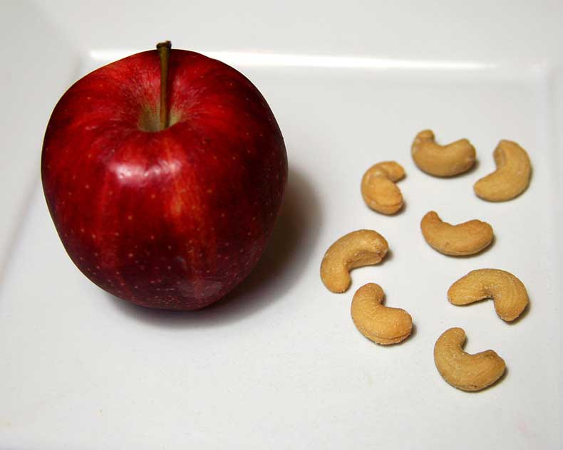 Apple-Cashews