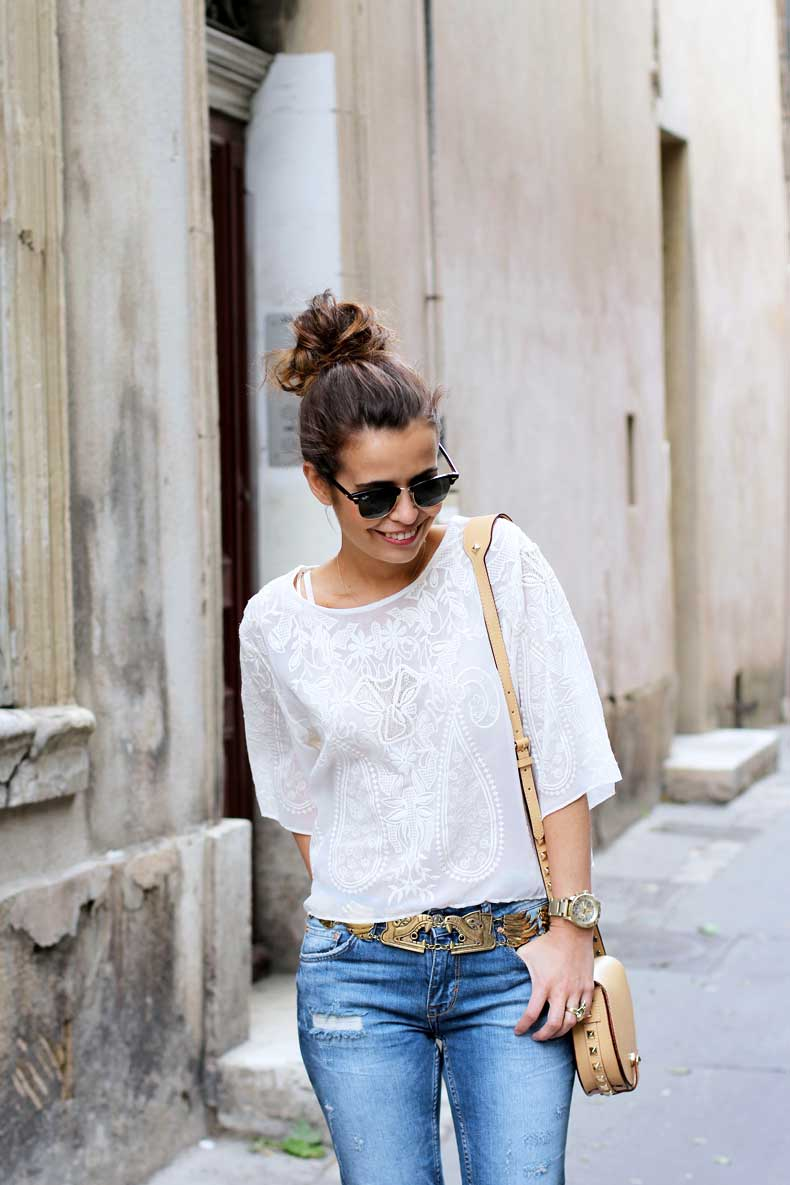 Blouse-Ripped_Jeans-Lace_Sandals-Rebecca_Minkoff_Bag-Street_style-Outfit-15