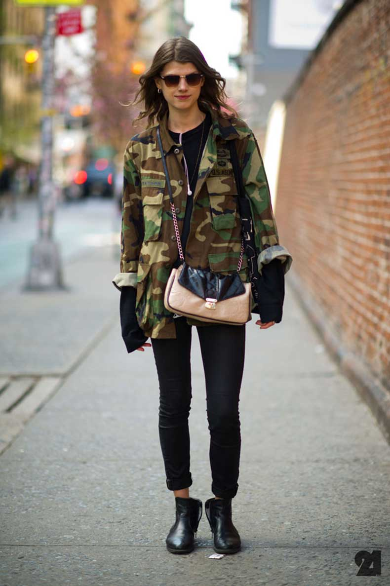CAMO-CAMOUFLAGE-ARMY-JACKET-BLACK-DENIM-TEE-ANKLE-BOOTS-CROSS-BODY-BAG-1-Le-21eme-Arrondissement-Kristine-Drinke-Nolita-New-York-City-Street-Style-Fashion-Blog