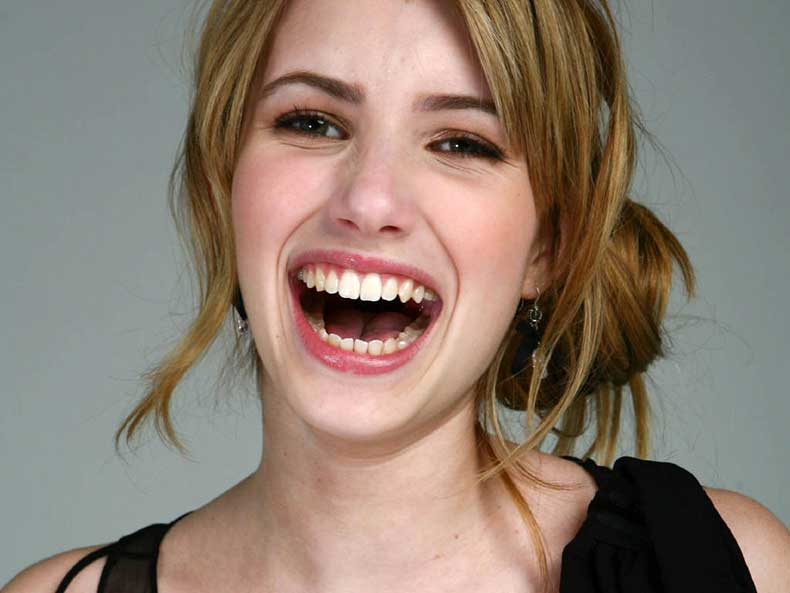 Emma-Roberts-Laughing-Wallpaper