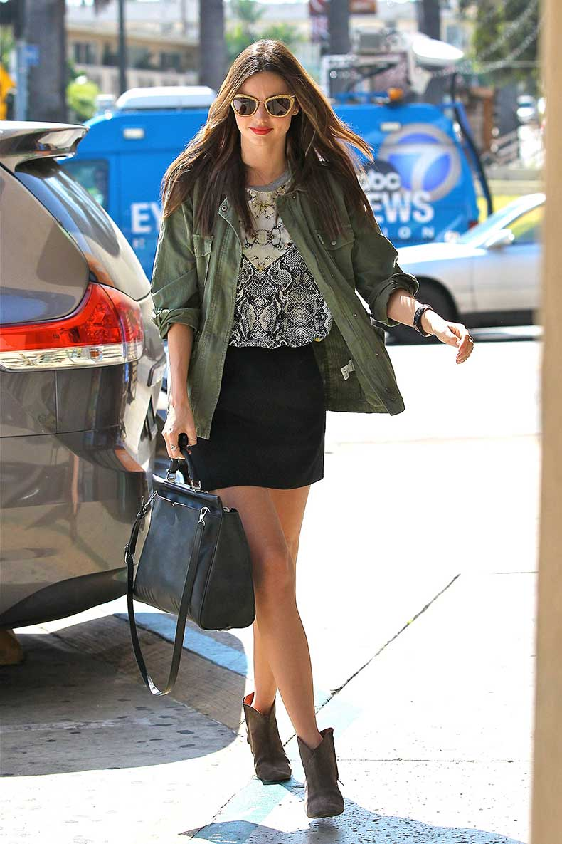 Miranda-Kerr-showed-off-cool-girl-outfit-complete-printed