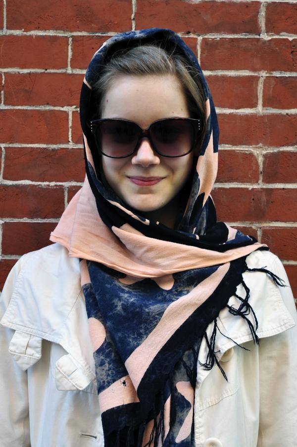 Street-Style-looks-Scarves-overghead-