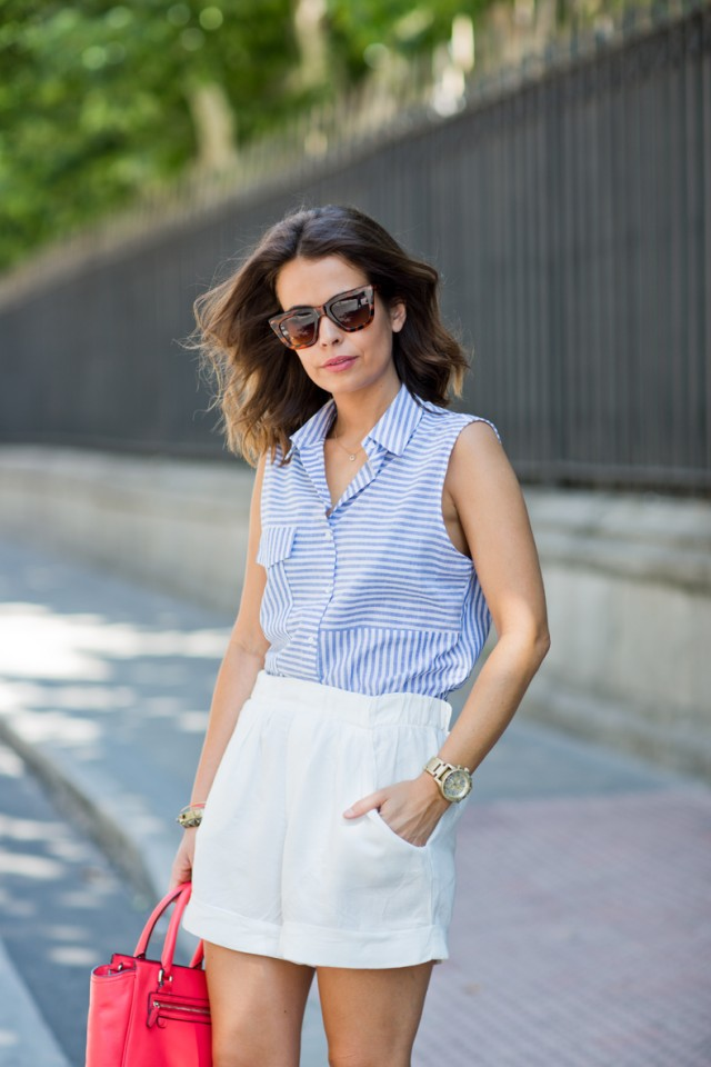 Striped_Shirt-White_Shorts-Coach-Sam_Edelman_Sandals-Outfit-Street_Style-16