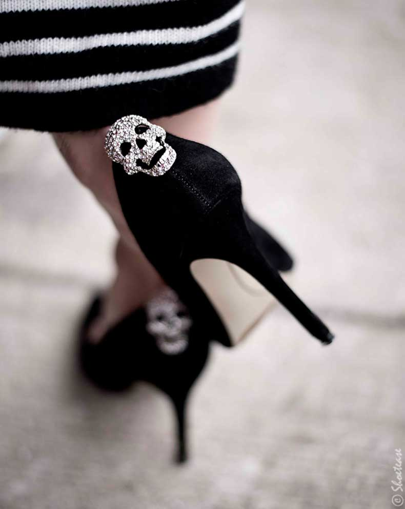 Toronto-Street-Style-Fashion-Nine-West-Pointed-Toe-Black-Suede-Pumps-Shoelery-Sparkly-Skull-Shoes-Clips