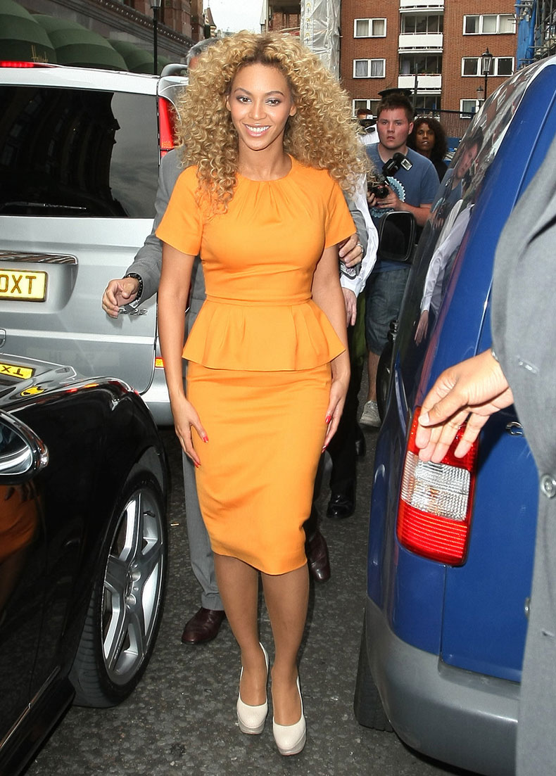 beyonce_knowles_orange_dress_b2