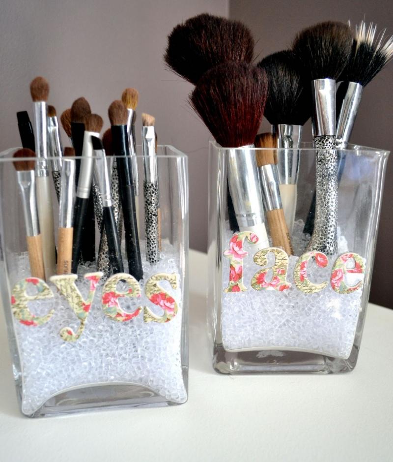 cute-diy-makeup-brush-storage-1