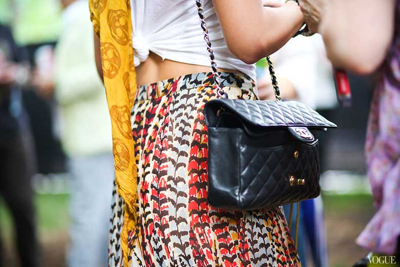 lollapalooza-street-style-print-pants-chanel-bag-alexander-mcqueen-scarf