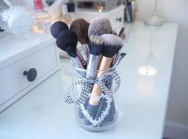 makeup-brush-holder