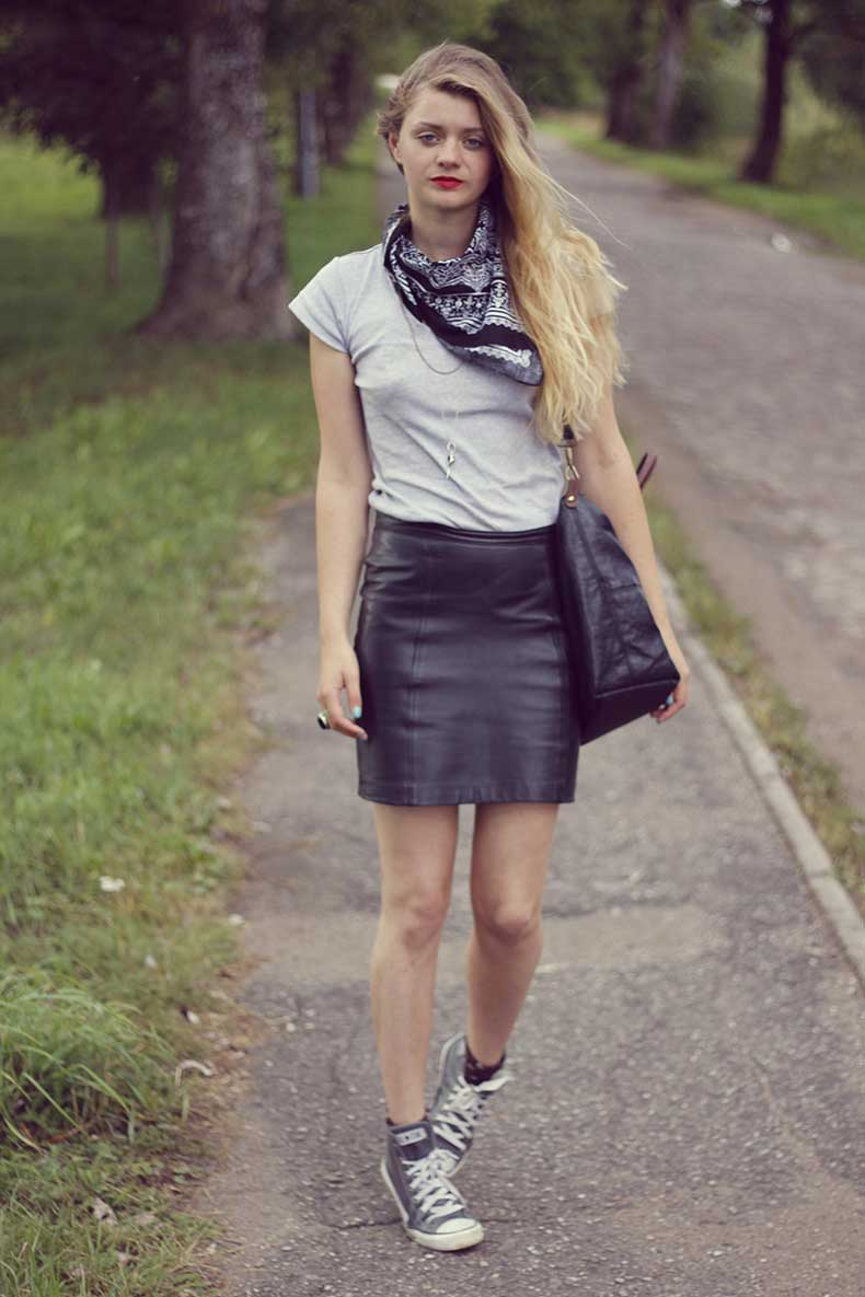 street-style-fashion-blog-leather-skirt
