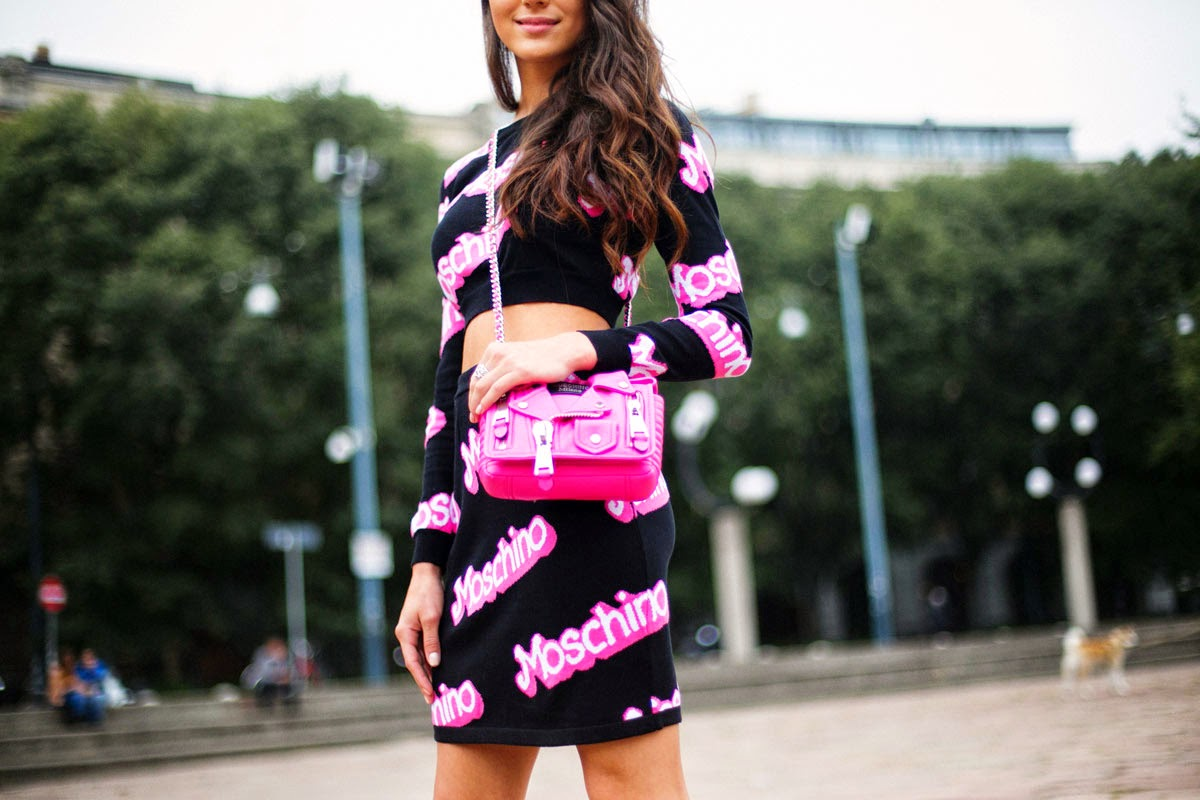 street_style_milan_fashion_week_septiembre_2014_moschino_barbie_dress-front row blog