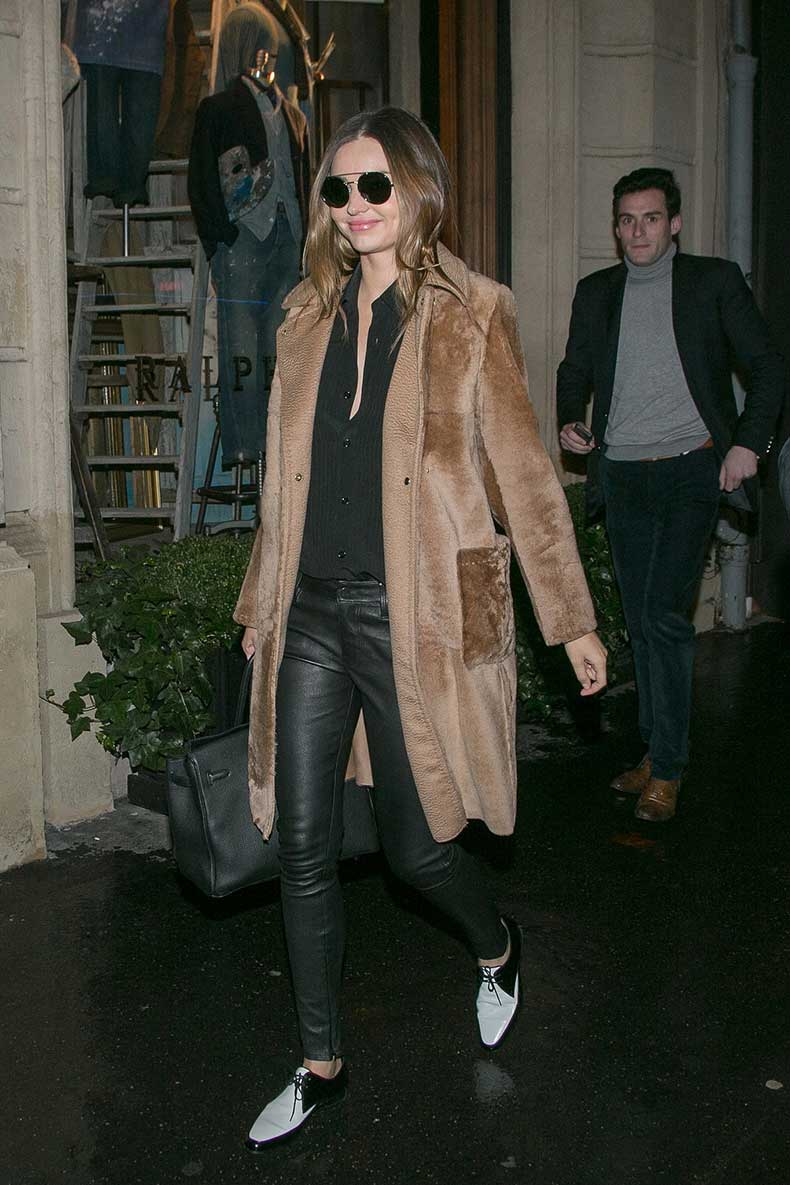 wintry-outing-Paris-she-picked-light-brown-furry-coat