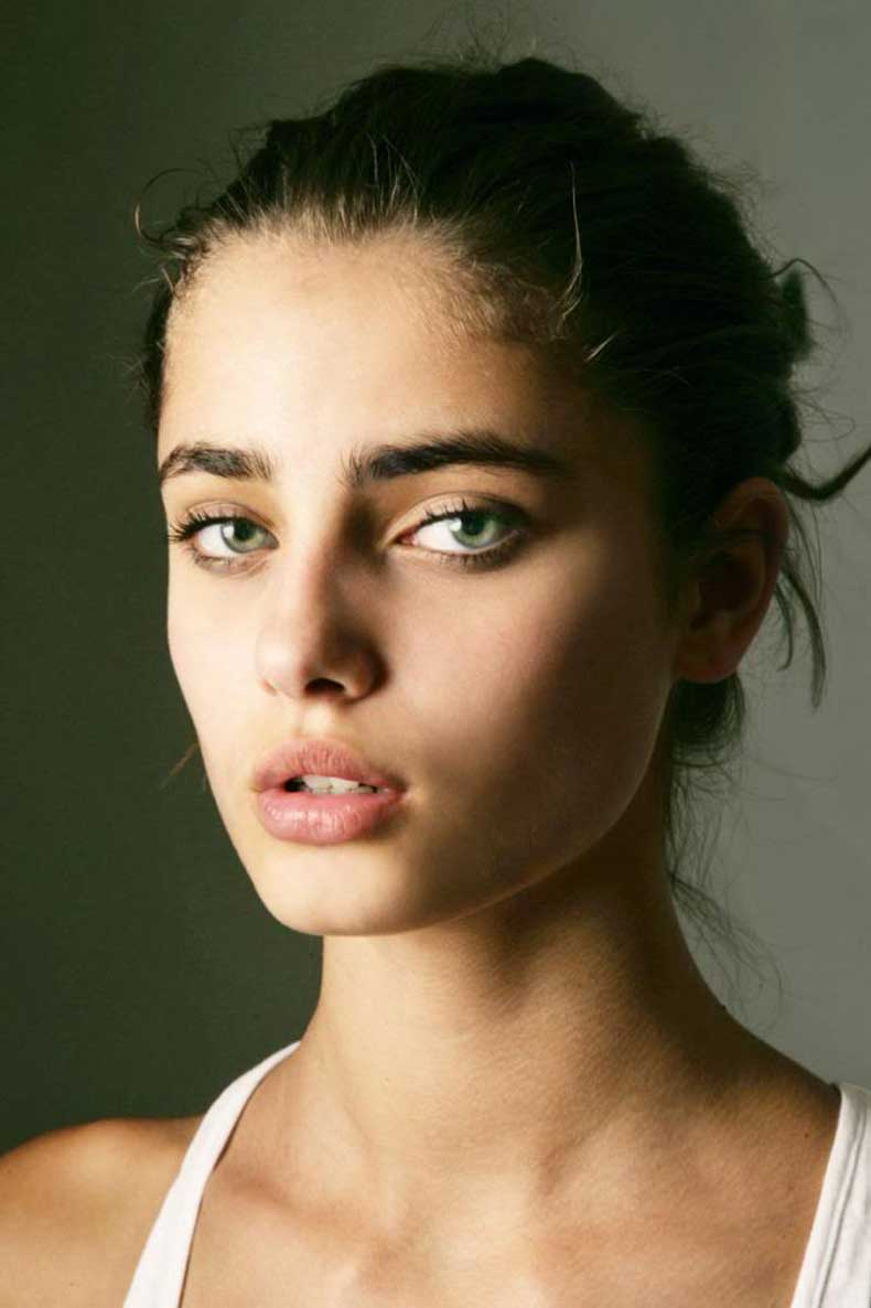 3-Le-Fashion-Blog-27-Beauties-With-Bold-Brows-Eyebrow-Inspiration-Model-Taylor-Marie-Hill