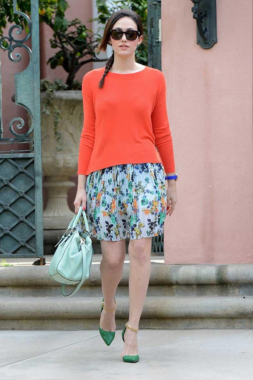 Emmy_Rossum_running_errands_in_Beverly_Hills_012913_03