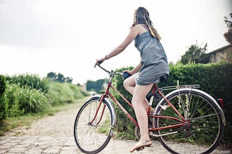 Girl-versailles-bike-HR