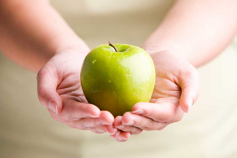 Hands-and-Apple