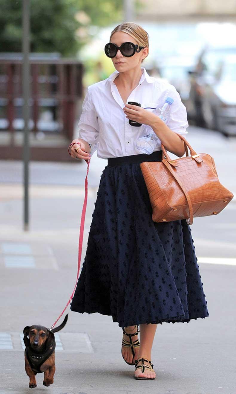 Olsens-Anonymous-Blog-Ashley-Olsen-7-Seven-Stylish-Shots-of-Ashley-With-Her-Dogs-Retro-Skirt-Dachshund-Wiener-Dog