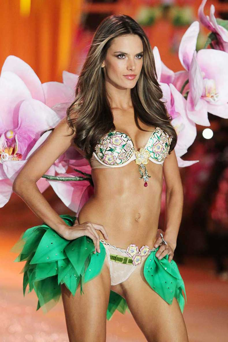 Victoria's-Secret-2012-Alessandra-Ambrosio_Fantasy-Bra