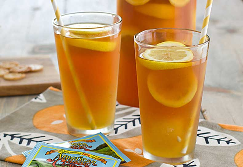 iced_tea_with_honey_lemon_ginger_ice_cubes
