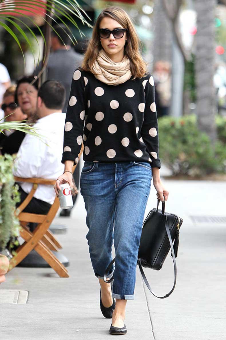 jessica-alba-boyfriend-jeans-jumper