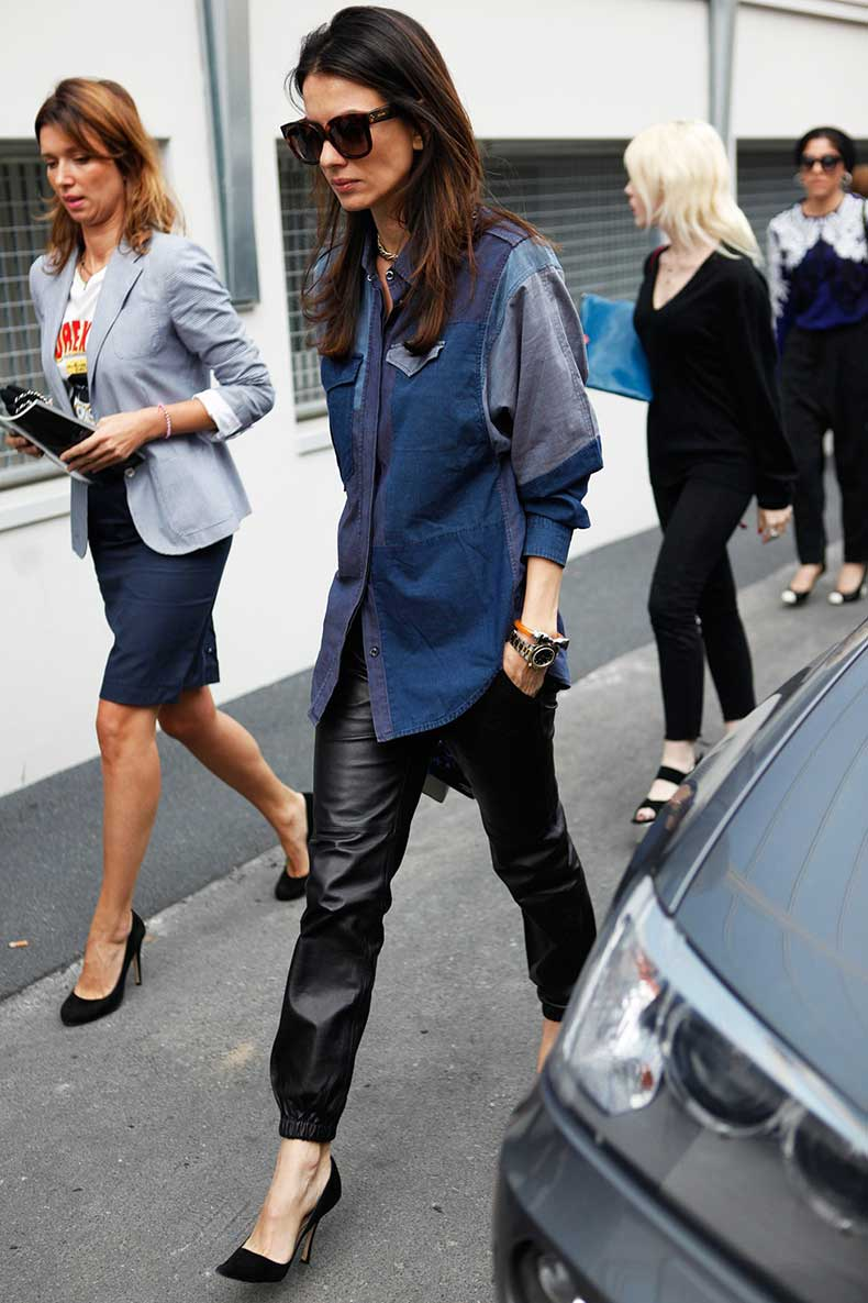 la-modella-mafia-model-off-duty-street-style-in-the-denim-shirt-trend-and-leather-trousers-at-Fashion-Week-Spring-2013-carolinesmode1