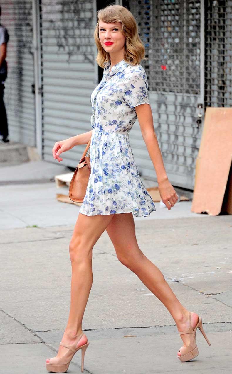 rs_634x1024-140710110418-634.Taylor-Swift-Blue-Floral-Dress.jl.071014