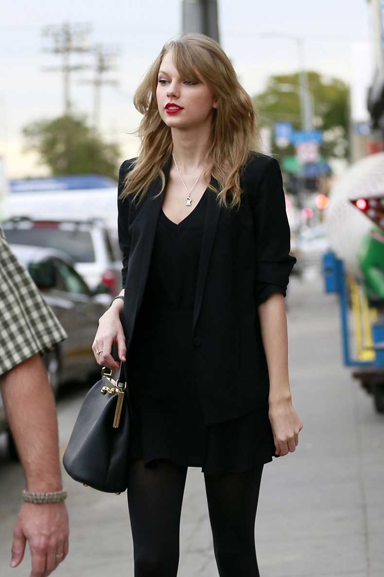taylor-swift-street-style-at-an-antique-shop-in-los-angeles-january-2014_1