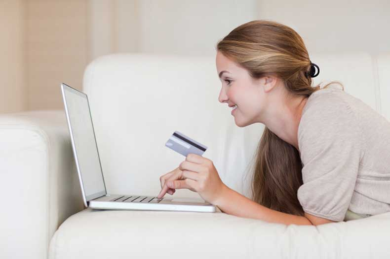 Teen-shopping-online-1024x682