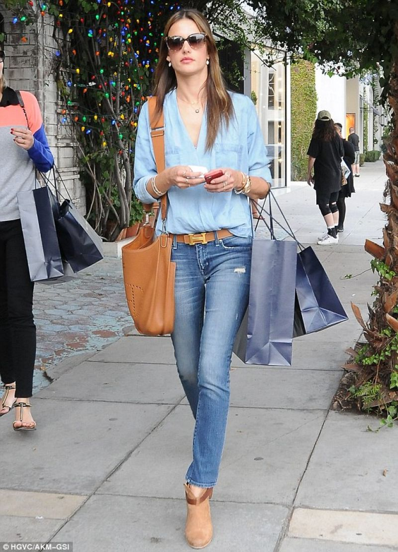 alessandra-ambrosio-street-style-in-skinny-jeans-out-for-shopping-west-hollywood_6