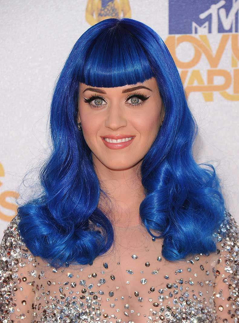 katy-perry-hot-blue-hair-wallpaper-2223x3000