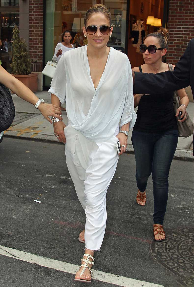 la-modella-mafia-Jennifer-Lopez-street-style-all-white-everything-with-a-Helmut-Lang-top-Hermes-metal-Collier-de-Chien-bracelet-and-studded-Valentino-gladiator-sandals-31