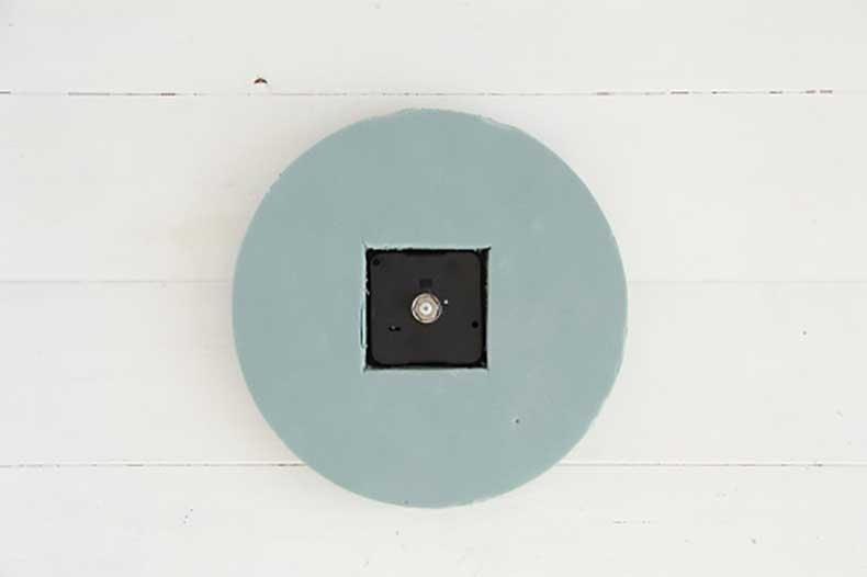 Design-Sponge-Spotted-Clock-Tutorial-7-500x333